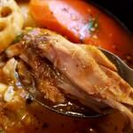 スープカリー ヒリヒリ2号 - 骨チキチキンカレー。スプーンだけで骨から肉が取れるのよ♪