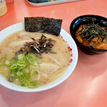 佐賀ラーメン 喰道楽 - チャーシューメン豚丼セット
