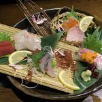 鶏と魚と旨い酒 ウミスズメ - お刺身5種類盛り合わせ