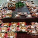 新鮮市場なかや - 料理写真:お弁当コーナー②(反対から)