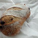 パニフィエ - クランベリーとチョコレートのフランスパン。これも、塩が…(汗