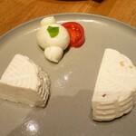 123795687 - 3種のフレッシュチーズ