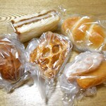 ボーレ デッキー - 購入したパン類(一部)