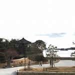 123798465 - お店から見た五大堂と松島湾です