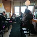 ラーメン党 ひさご - 開店と同時に満席(休日)