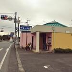 フレール - お店の外観。国道沿いにお店があります。