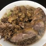 ラーメン二九六 - 料理写真:らーめん(小)アップ、左からくずし豚・アブラ・増した豚