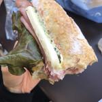 ベーカリーカフェデリス - クリームチーズとハムのサンドイッチ