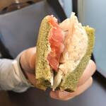 ベーカリーカフェデリス - ツナとトマトのサンドイッチ