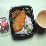 ほっともっと - 料理写真:釜揚げしらす弁当と貝汁