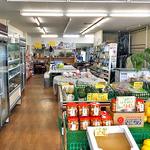 とさを商店 - 食料品や雑貨等の販売スペースの奥に食事スペースがあります