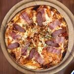 ピエトロ・バルコーネ - ソーセージとベーコンのピザ