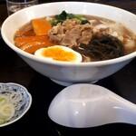 123841086 - けんちんうどんと雑煮、ときどきラーメンを感じさせる不思議なスープ。