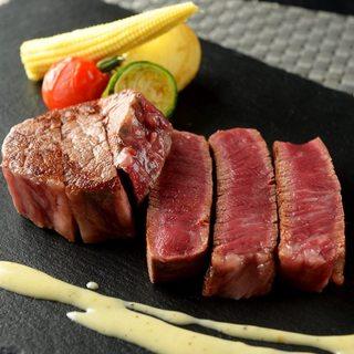 【名物】極上牛ステーキ~トリュフ塩と山葵を添えて~