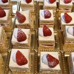 123847999 - あまおうのショートケーキ。これ相当に美味しい。