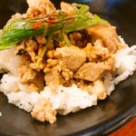 長崎らーめん 西海製麺所 - 西海らーめん+焦がしネギのチャーシュー丼(焦がしネギのチャーシュー丼)