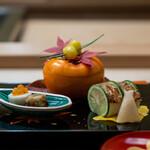 祇園 丸山 - 柿窯、胡麻和え 揚げ銀杏 焼きかますの小袖寿司、柚子ごと 八幡巻き 海老芋、いくら