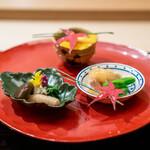 祇園 丸山 - もずく生姜 鶏の柔らか煮、ポン酢おろし、スナップエンドウ もって菊のお浸し、大黒しめじ