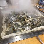かき小屋 - 牡蠣が蒸し終わりました