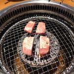焼肉たむら本店 - 厚切り牛タン塩