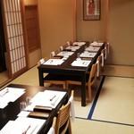 祇園 岩元 - 個室は、普段テーブル、椅子でご用意しております。
