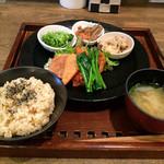 玄三庵 西梅田店 - 39品目の健康定食895円