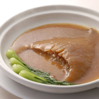 最高級フカヒレやブランド豚「あさの豚」等、厳選した素材を使用