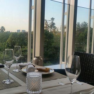 テラス・窓際席有◆日比谷公園の自然を眺めながらお食事できます