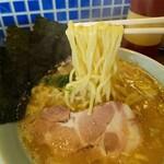 げんこつ - 料理写真:醤油らーめん麺リフト