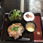 黒姫鶏舎 - 親子丼定食(1100円)