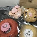 パティスリー ラキネス - 料理写真:ストロベリー焼きドーナツ、クッキー2種、メレンゲのお菓子(2020.1.20)