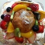 こいまり - オーダーケーキ*真ん中にシュークリームをあしらって楽しさ満点♪