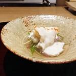 Tagawa - フグ、昆布出汁に鉄皮とてっさ、白子のソースに一味、野菜は水菜と赤大根