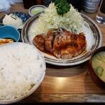 桐半 - 料理写真:ポークソテー定食1,180円!