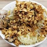 ラーメン荘 歴史を刻め - 料理写真:汁なし300g野菜ニンニクマシ