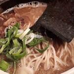 吉田製麺店 - 魚介豚骨ら~めん(中盛り)
