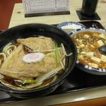 食堂なかしま - 料理写真:きつねうどん500円、麻婆豆腐450円、豆腐10円