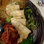 道頓堀 酒処 喜多蔵  - 豚肉とキムチ