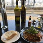 Steak&Wine Vabene - Aセットには、パン、サラダ、ドリンクが付いてます♫