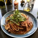 Steak&Wine Vabene - 牛スジ肉の赤ワイン煮込み、春菊のトマトスパゲッティーニ