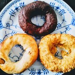 ベーグルヤ ROKKO - 料理写真:ベーグル3種(イチくる、Wチョコ、雑穀チーズ)