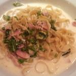 タヴェルナ カッパ - 緑野菜とベーコンのクリームソース