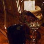 火の車 - 次に私にはワインが出されました。デキャンタで2杯分強ありますね。これもコースに含まれます。^^