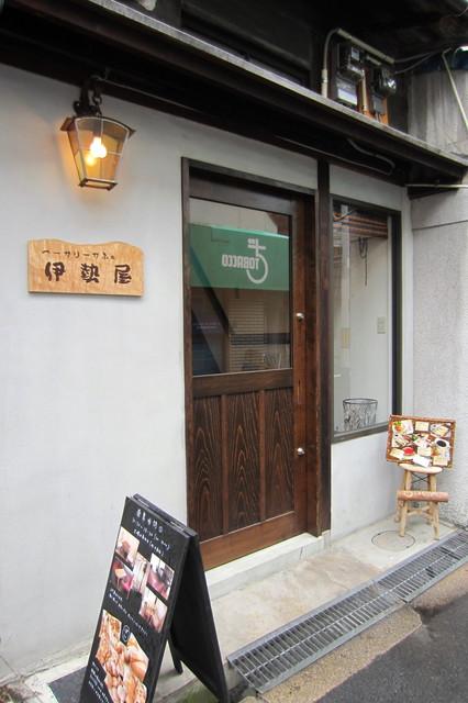 べーかりーかふぇ 伊勢屋 - シンプルな店構え.