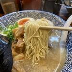 久留米らーめん 金丸 - 麺