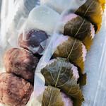 ナダシンの餅 - 料理写真:小粒なひと口サイズ♡和菓子で1番好きな桜餅! 2番目はおはぎかな(*^◯^*)♡