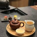 王德傳 - ん?茶壺に対し茶海が小さすぎ…熱くて注げません。茶壺の1.5倍はないと…???