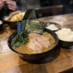 クックら - 料理写真:中盛麺固め海苔刻み玉ねぎライスマイウー