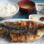 カネシチ水産 - カネシチ定食735円から   好きな干物が選べます。