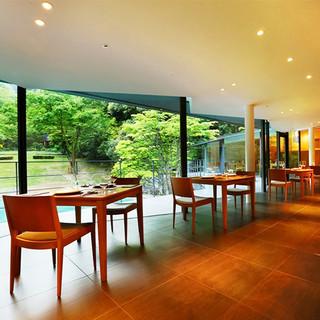 【五万坪の森林庭園】開放的かつ優雅な空間と時間をご提供